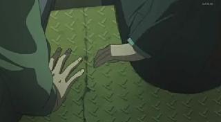 手を・・・