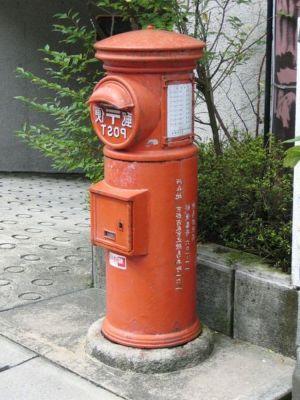 昔の赤い郵便ポスト