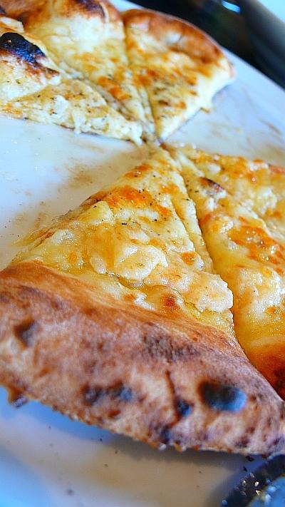 明太子とポテトの焼きたてピザ