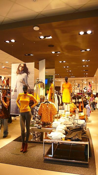 H&M店内
