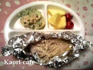 タラのホイル焼き・キャベツのゴママヨ和え・パイナップル