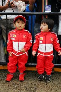 レーシングスーツのちびっ子はホント可愛いですね。
