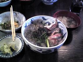 生シラス丼鯵の刺身つき。旨し!