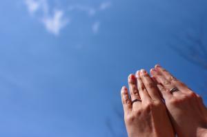 青空-二人の手