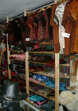 閉店後のPukioの商品棚側
