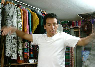 踊る・・・イヤ、仕事中のミゲル
