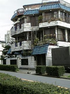 【謎の家】