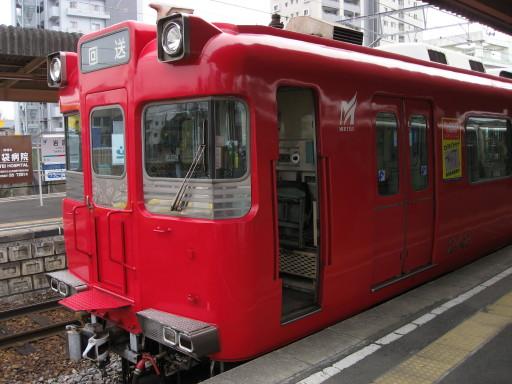 地下鉄線直通赤列車。
