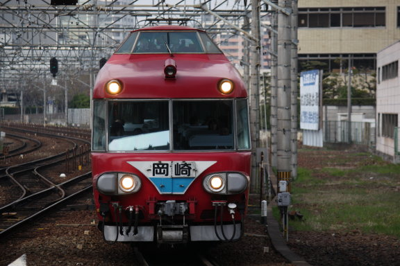 普通電車の岡崎行~
