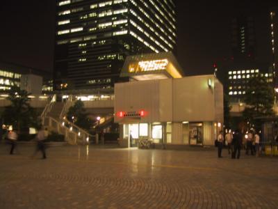 港南口の広場