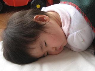 こんな寝姿にも成長を感じる。