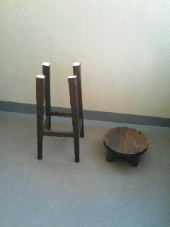 捨てられていた椅子
