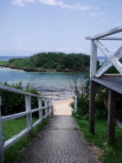 ビーチへの階段