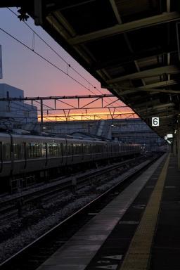 夜明けの駅
