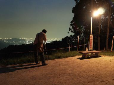 夜景を狙うフォトグラファー