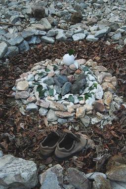 亀ケ壺にて石のアート