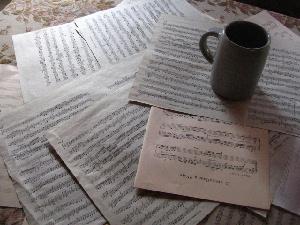 コップと楽譜