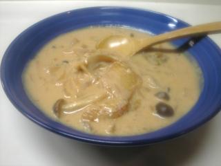 キノコ入りホワイトチゲスープ