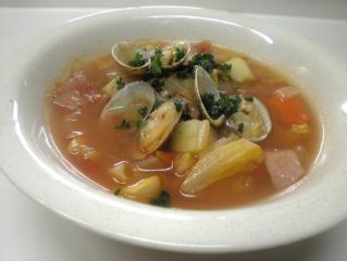 キャベツとベーコンのあさりトマトスープ