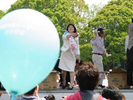08年中央メーデー餅まき1