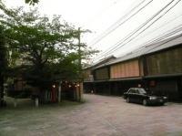 こちら祇園の長屋です。白川南通り