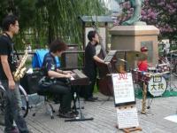 京阪四条駅前のストリートライブ。ドラムス大我さん