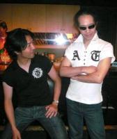 三木さんからプレゼントされたシャツを嬉しそうに着こなす村山義光氏