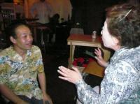 d清水勇博さんファンの女性とお喋りするg村山義光氏