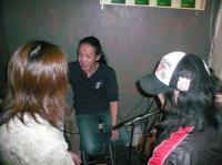 ギター青年とお喋りするg村山義光氏