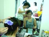 さあ!準備。お母さんのヘアメイクをしてもらうvo北橋美輪子さん