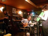 ベーシスト千北祐輔さんとギタリスト村山義光氏とピアニストの河本知子さんはピアニカで。