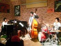 【じゃず家】ワークショップ中・ピアノ少年、ドラム少年