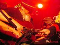 Roseさんのベストパートナー、コウジさんのギターで