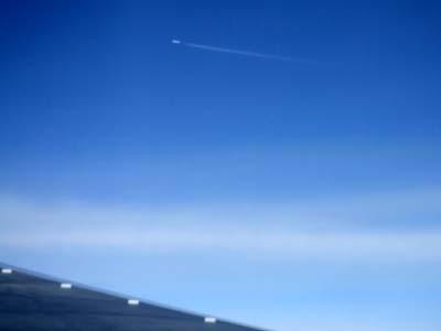 飛行機雲生産中.jpg