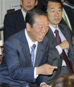 喜ぶ小沢代表