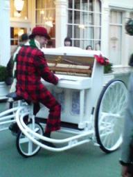 陽気なピアノ引き
