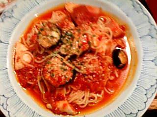 やわらか鶏とトロトロなすのピリ辛トマトソースパスタ