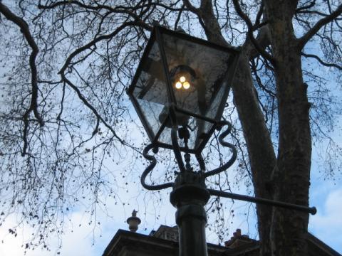 昼でも暗いロンドン