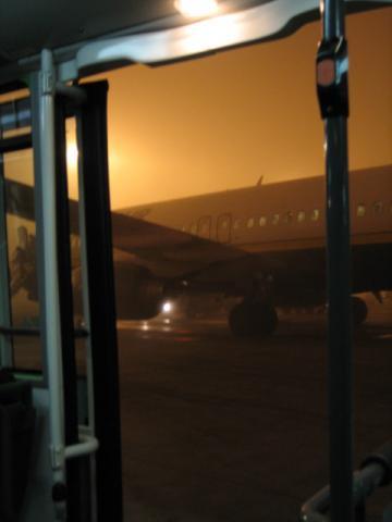 霧のベルガモ空港