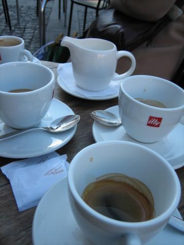 ケーキ屋でのコーヒー