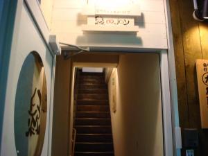 こちらの階段で2Fへー