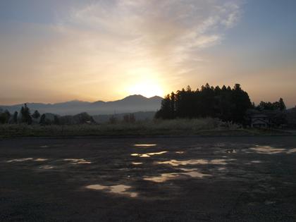 山国の夜明け