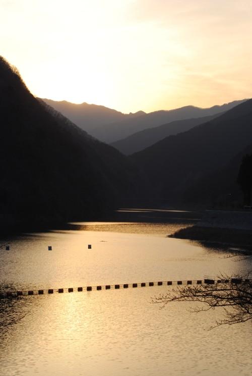 夕日の秩父湖