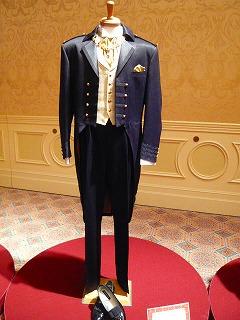 6fd695e07d9b6 王子・貴族過ぎw ディズニーウェディングのメンズ衣装がヤバイ ...