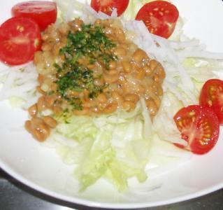 納豆ドレッシングの大根サラダ