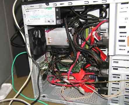 電源ケーブルが一まとまりなのも良し悪し