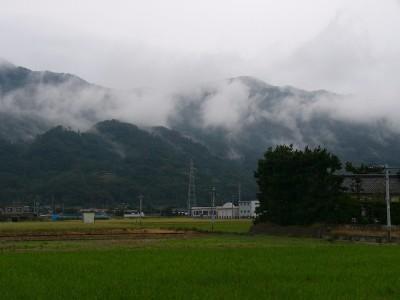 霧をまとう北山