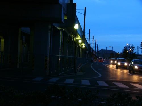 夕方の高架線路