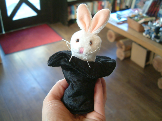 シルクハットウサギ(指人形)
