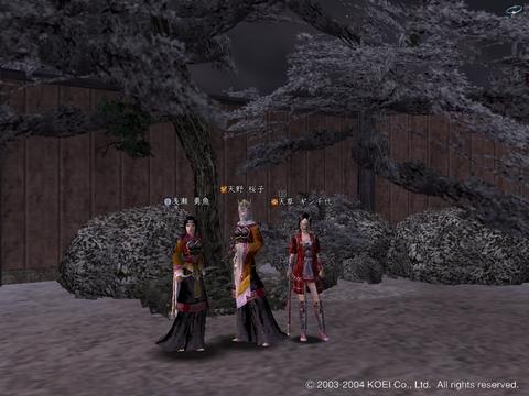 司会の桜子さんと、運命を決めるサイコロの勇魚さん、ギン千代さん。